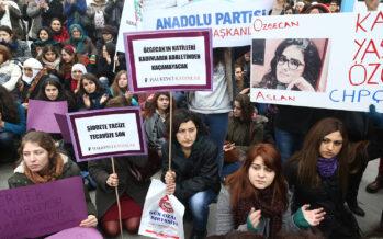 Ola de protesta en Turquía denuncia los crímenes de género