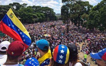 La oposición venezolana intenta tomar el poder con un importante apoyo externo